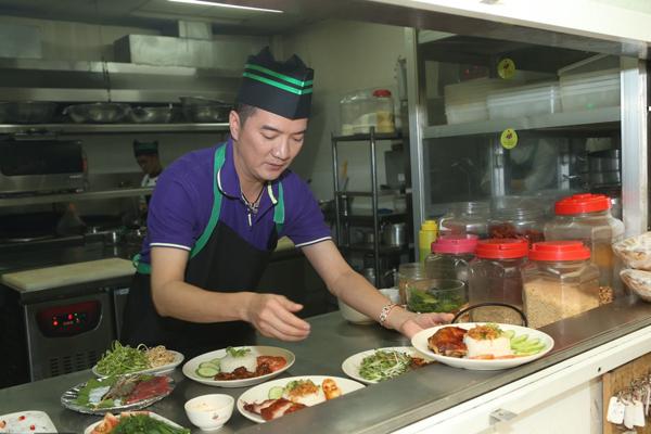 Được biết đến như là một người bận rộn nhất của giới showbiz Việt,