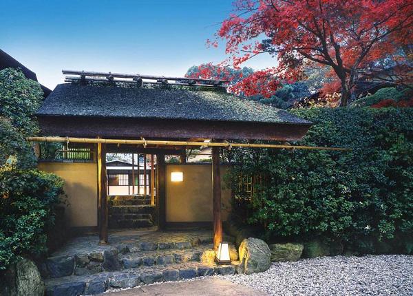 nh-1-Aoi-den-va-Kasui-en-8257-1414636926