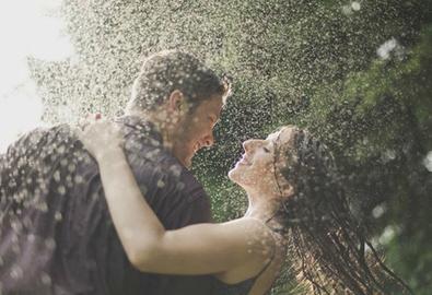 Những cách chụp ảnh cưới dưới mưa lãng mạn