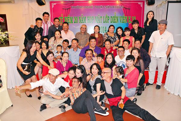Hoai-Linh-Viet-Huong-12-7997-1414728956.