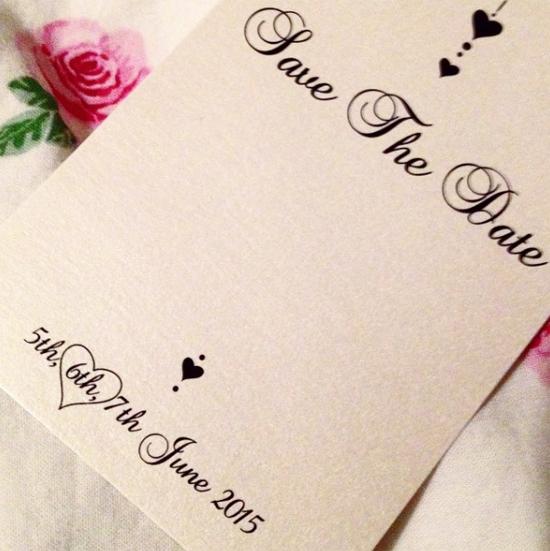 Thiếp mời của Borini khoanh tròn ngày cưới hình trái tim.