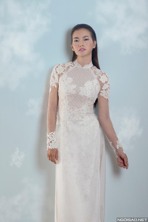 Áo dài cưới ren xuyên thấu lên ngôi