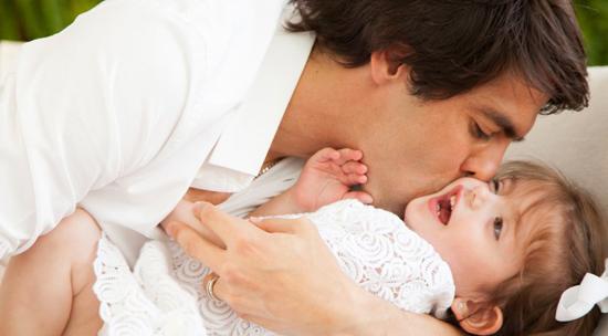 Là người nhẹ nhàng, tình cảm, Kaka cũng là ông bố tuyệt vời với bé Isabella.