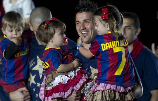 Tiền đạo David Villa có hai cô con gái đáng yêu như thiên thần