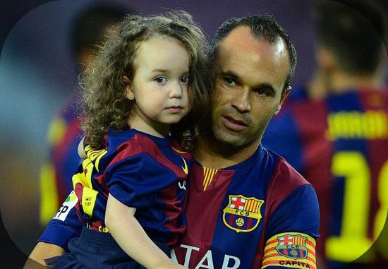 Tiền vệ Iniesta và bé Valeria