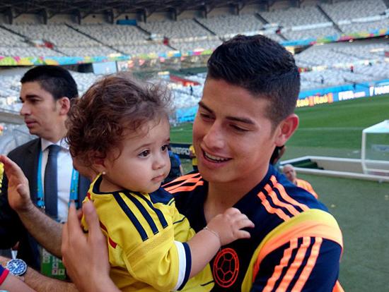Làm cha khi mới 21 tuổi, James Rodriguez