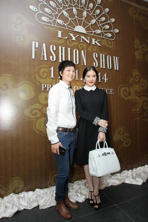 Cựu người mẫu Thúy Vinh với vai trò giám đốc sản xuất của Lynh Fashion Show, đồng thời chị sẽ đảm nhận vai trò giám đốc sự kiện tại công ty của Lý Nhã Kỳ.