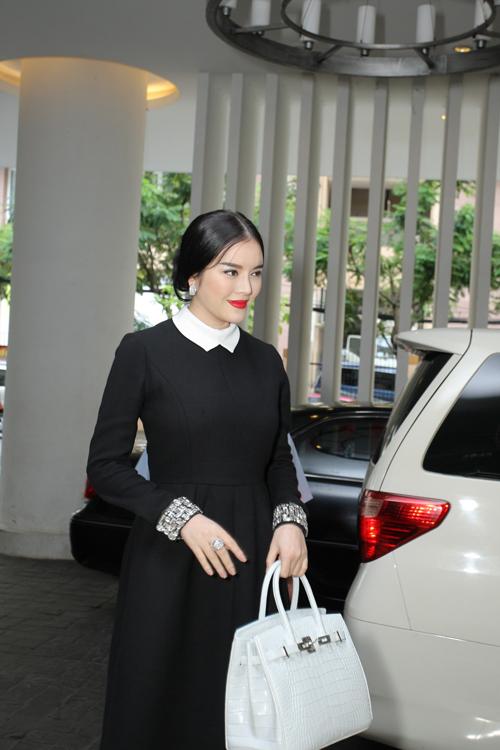 Chiều 4/11, Lý Nhã Kỳ đã có buổi gặp gỡ thân mật với phóng viên báo đài giới thiệu về Lynk fashion show sẽ được tổ chức vào ngày 11/11 tới tại phòng khánh tiết của Dinh Thống Nhất.