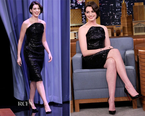 Anne-Hathaway-In-Vivienne-Westwood-The-T
