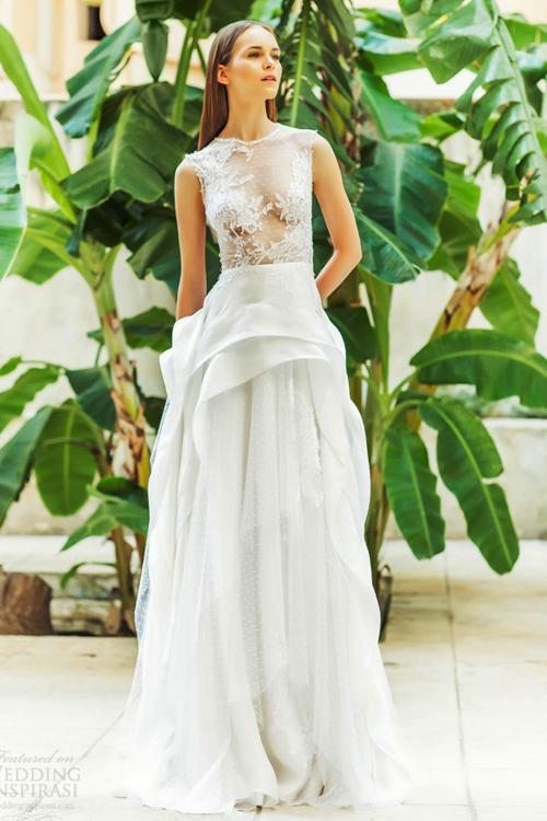 Váy cưới táo bạo, gợi cảm với ren trong suốt