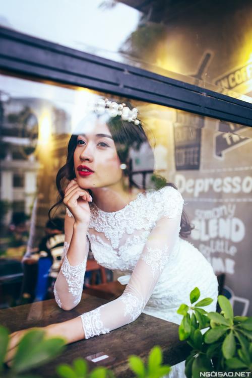 Lệ Hằng trang điểm nhẹ nhàng làm cô dâu