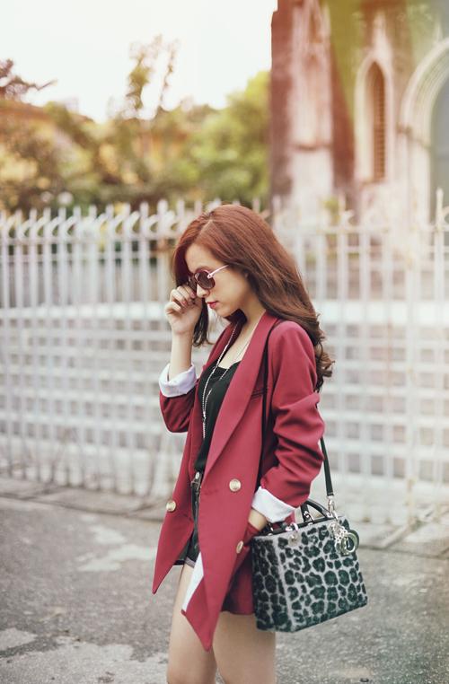 Hoang-Thuy-Linh-hang-hieu-9.jpg