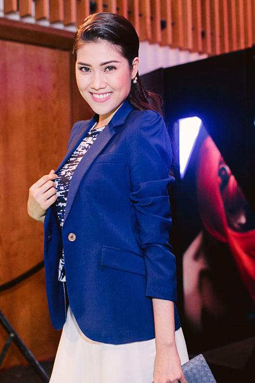Siêu mẫu Thu Hằng giúp mình trở nên cá tính hơn với trang phục theo phong cách menswear hiện đại và hợp mốt.