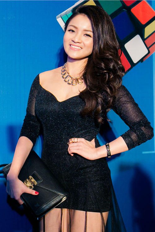 Thủy Top chọn váy xuyên thấu trên tông đen ấn tượng, khéo khoe nét gợi cảm giữa dàn mỹ nhân nổi tiếng của làng giải trí Việt.
