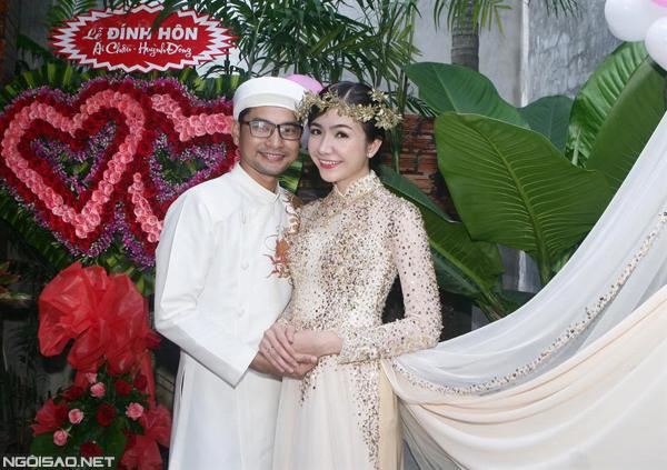 Ái Châu diện áo dài kim tuyến ngày đính hôn