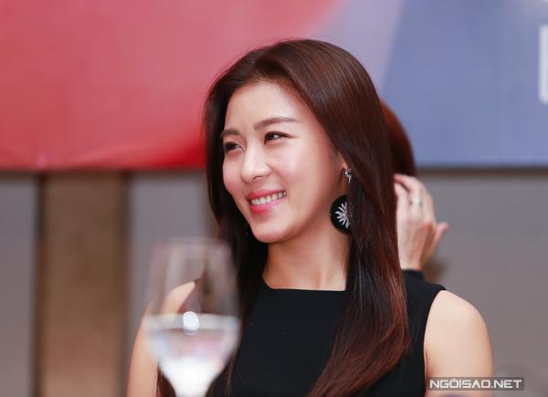 Ha-Ji-Won-tai-Viet-Nam-2-1473-1416030398