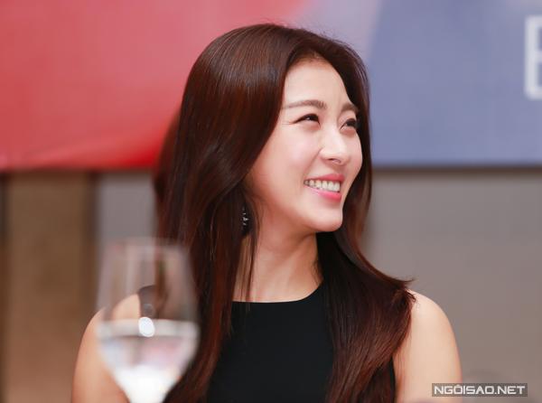 Ha-Ji-Won-tai-Viet-Nam-3-9533-1416030398