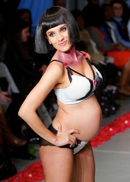 Pregnant-Lingerie-Catwalk5-5570-14160326