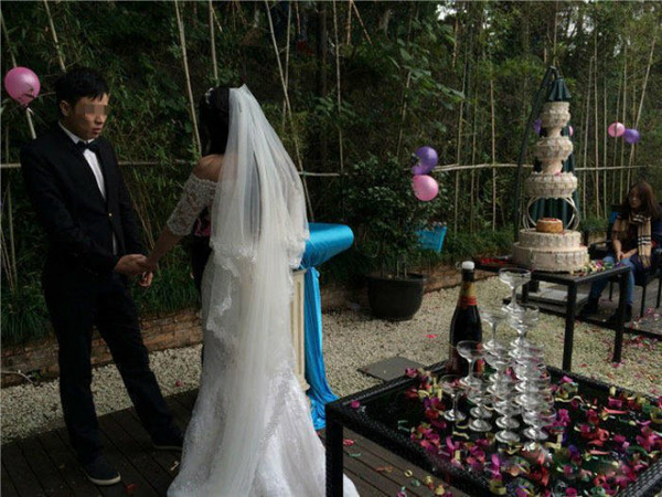 The woman, identified as Dou Dou, was born in the 1990s in Wenzhou. Her boyfriend, nicknamed Lao Tou Zi, is 11 years older than her and came from Jiangxi to Wenzhou for work