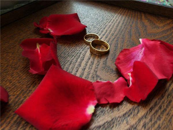 Lễ chia tay có đủ cả nhẫn cưới.