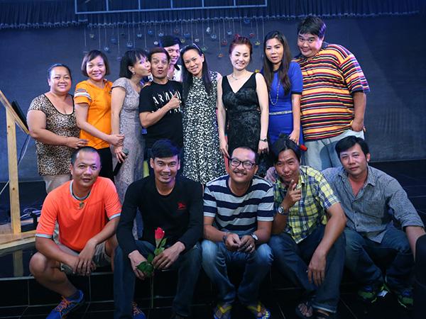 [CaptionLớp K18 gồm các diễn viên: Việt Hương, Thúy Nga, Hoàng Mập, Tiết Cương, Hạnh Thúy...và một số sinh viên khác giờ là doanh nhân, đạo diễn, bầu show, ca sĩ, make up...