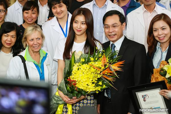 Ha-Ji-Won-in-Vietnam-4260-1416187055.jpg