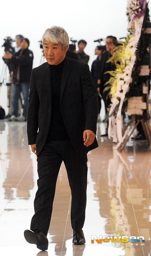Nghệ sĩ Kim Tae Wook trong lễ viếng bạn.