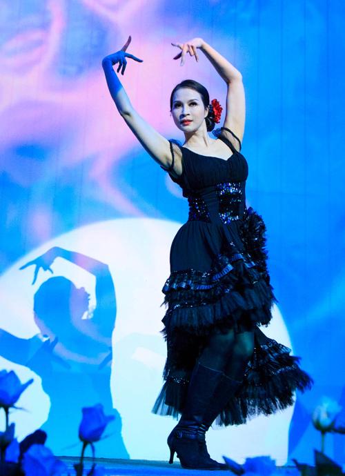 [Caption] Thanh Mai hát 2 bài-  Dome a la mode & Money money, cùng Vũ điệu nóng bỏng