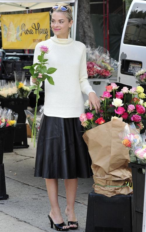 Jaime-paired-her-flared-skirt-2785-6427-