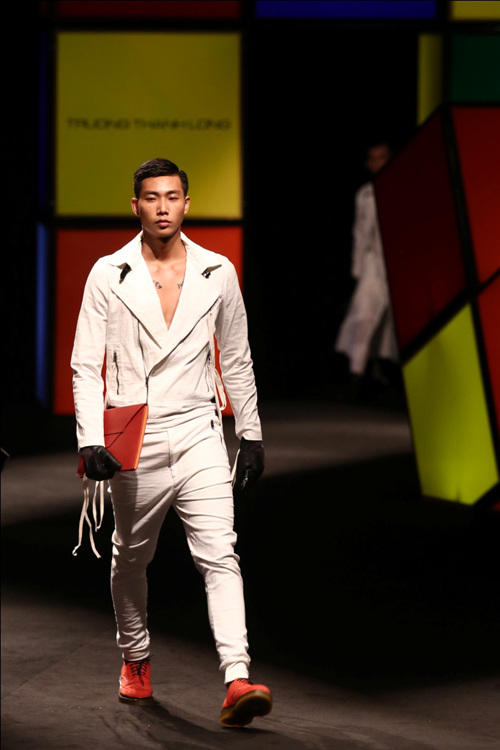 Một trong những gương mặt người mẫu nam được đánh giá cao với hình thể đẹp, có lối trình diễn và thể hiện phong thái tốt.