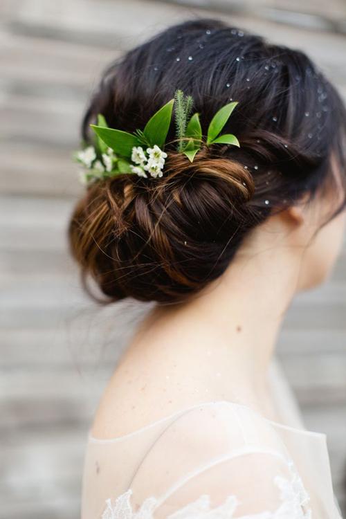 Phụ kiện cho tóc búi cô dâu đẹp kiêu sa