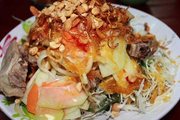 Thịt vịt rất mềm. ngọt thịt, dễ ăn. Gỏi thì trộn rất ngon nha, thấm đều nước trộn gỏi và gia vị niêm vào, không quá chua mà rấ vừa ăn. rau thì mềm ngon.