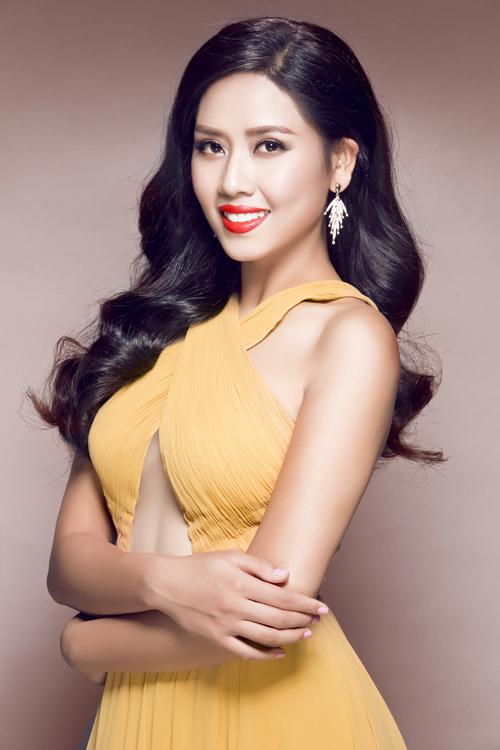 Trang-phuc-da-hoi-cua-Nguyen-T-5644-4672