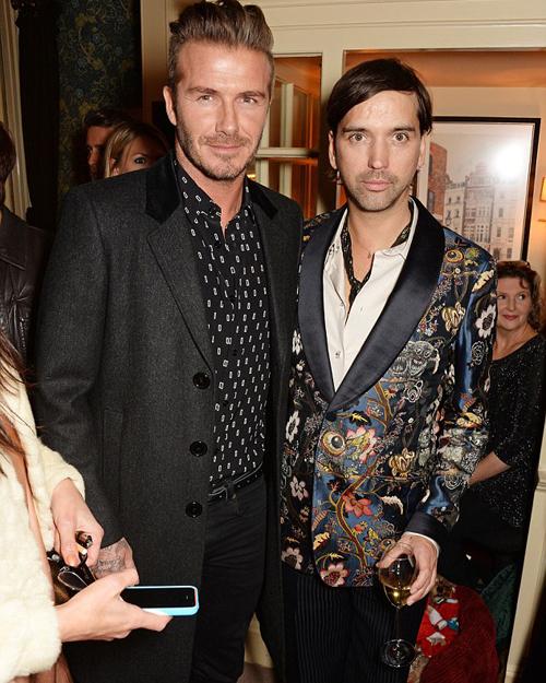 Becks và giám đốc sáng tạo của tạp chí Another Man - Alister Mackie - là chủ nhân của bữa tiệc này.