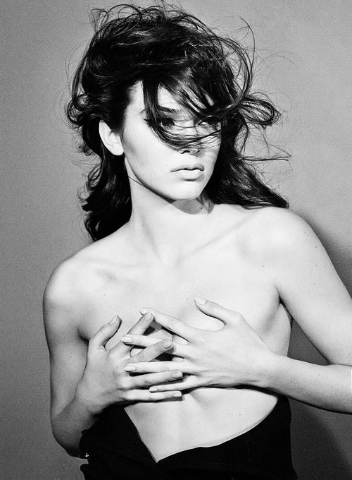 10-Kendall-half-naked.jpg