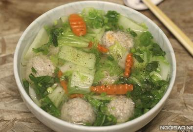 Canh cải thảo nấu thịt viên thanh ngọt