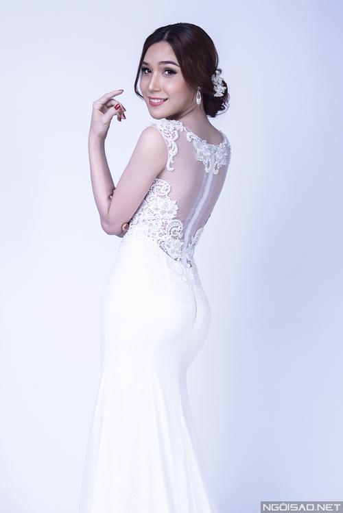 Hot girl Bảo Ngọc trang điểm cô dâu đẹp quyến rũ
