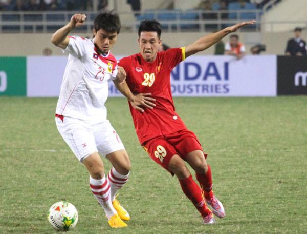 Tuyển Lào thi đấu tự tin trước chủ nhà Việt Nam trong những phút đầu.