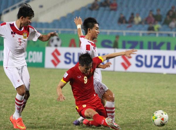 Công Vinh được đá chính ngay từ đầu và có bàn thắng thứ hai từ đầu giải.