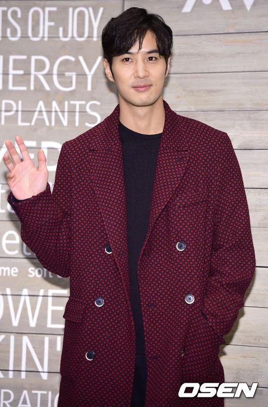 Tài tử Kim Ji Seok.