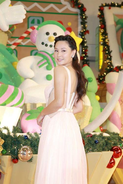 Mỹ nhân TVB Từ Tử San sexy trước ống kính báo chí.