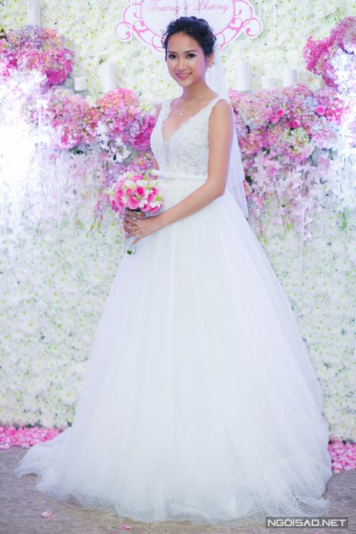 Yến Phương diện 2 váy cưới gợi cảm trong hôn lễ