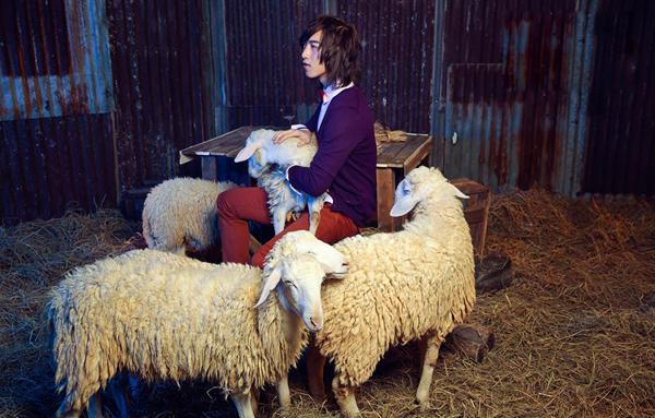 Tấn Khang thể hiện tốt sự kết nối với các bạn diễn là những chú cừu, ban giám khảo thấy được sự nâng niu sản phẩm và hiểu rõ mình cần phải làm gì với trang phục đang mặc trên người. Chính điều đó đã giúp anh chiến thắng tại thử thách lần này.