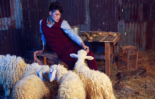 Đặng Văn Hội là chàng trai thể hiện cảm xúc tốt và nhanh chóng có được bức ảnh đẹp khi chụp cùng những chú cừu.