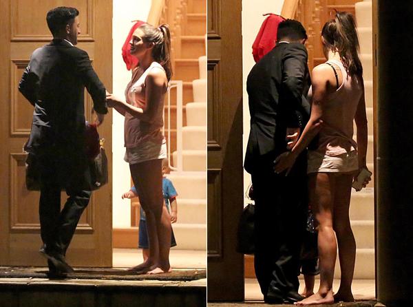 Cặp đôi bắt đầu công khai tình cảm sau thời gian cố giấu giếm vì Danielle Lloyd vẫn chưa hoàn tất thủ tục ly hôn.