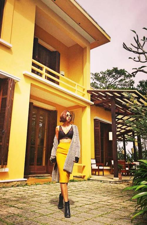 Trong chuyến công tác tại Đà Lạt vào những ngày cuối tháng 11, siêu mẫu Minh Triệu có cơ hội khoe áo ấm và thỏa sức sáng tạo với việc mix đồ mùa đông.