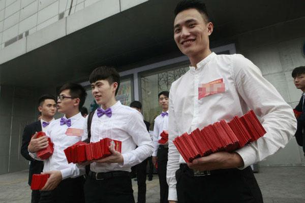 """""""Công ty của chúng tôi vừa thu về một khoản tiền lớn. Vì thế tôi muốn tổ chức một lễ cưới thật hoành tráng"""", Chen nói."""