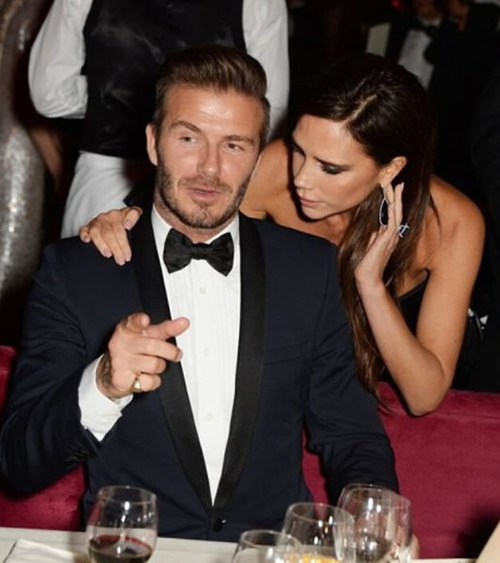 Vợ chồng cựu danh thủ Anh quấn quýt trong bữa tiệc hôm 30/11, chỉ một ngày sau tai nạn của hai bố con.