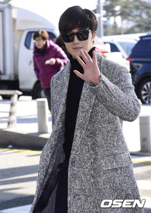 Anh chàng Jung Il Woo bảnh bao khi lên đường sang Hong Kong.