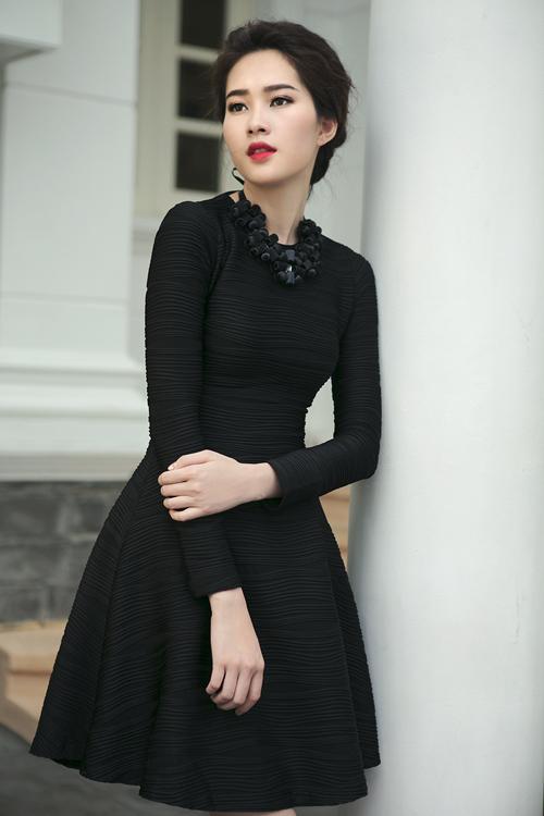 Xuất hiện trong bộ ảnh thời trang mới, hoa hậu Đặng Thu Thảo tạo nên sức hấp dẫn với hình ảnh sang trọng bởi tạo hình và trang phục đậm chất mùa đông.